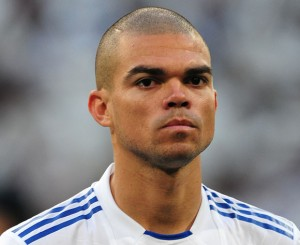Lưới khung thành – Xem những pha bóng bạo lực của Pepe