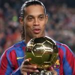 Ronaldinho - Barcelone /FC Seville- Liga - 11.12.2005 - Foot Football - Hauteur attitude pose portrait joie ballon d or dor